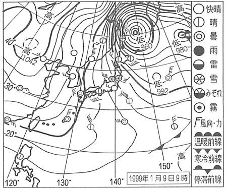 冬型の天気図. いわゆる西高東低の冬型の気圧配置とよばれ、大陸の高気圧からアリューシャン方面の低気圧に向かって吹きこむ冷たい空気が北西の季節風だ。